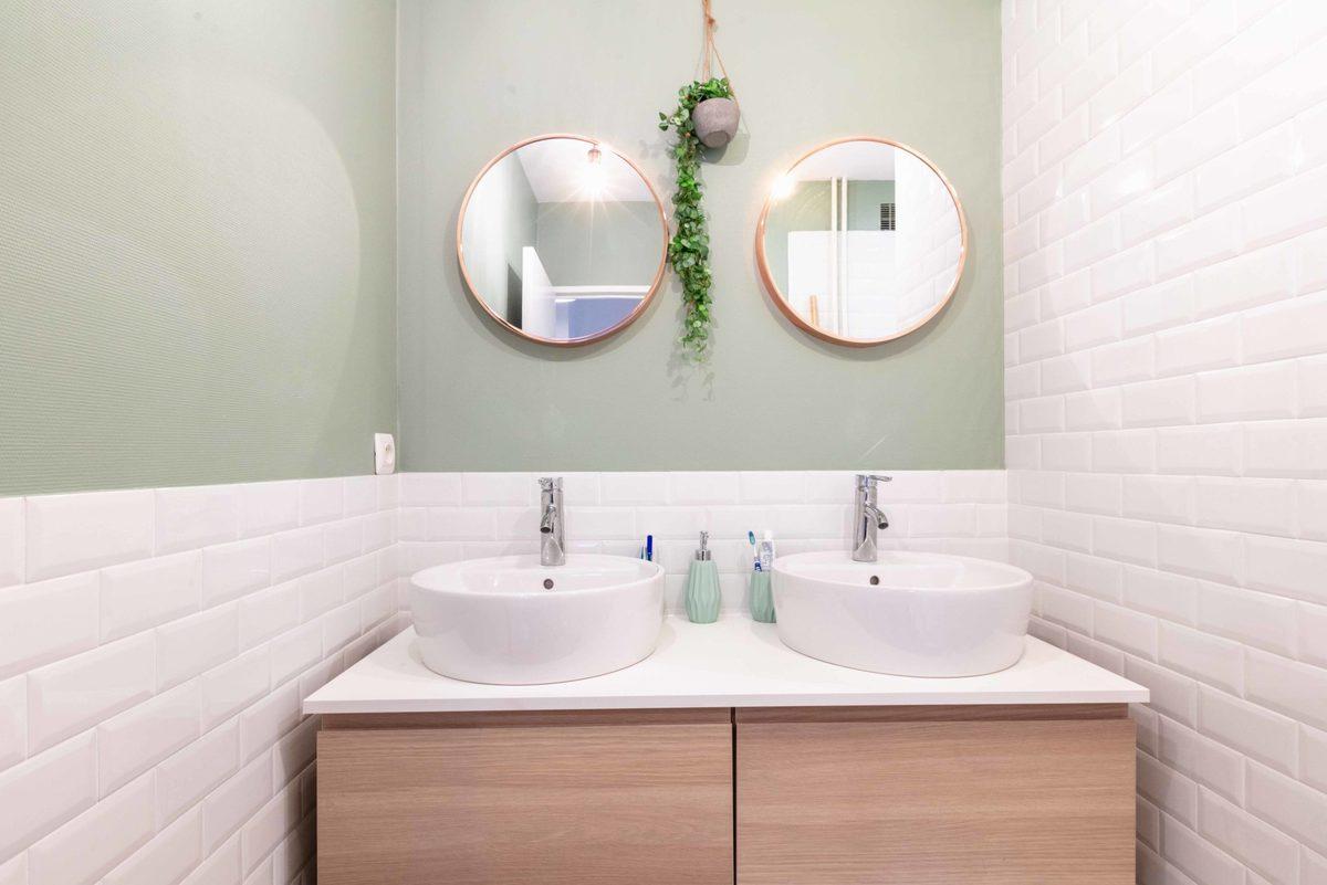 Une salle de bain dans la troisième colocation de Paul
