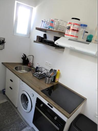 La cuisine rénovée de l'investissement locatif de Fadil à Toulon.