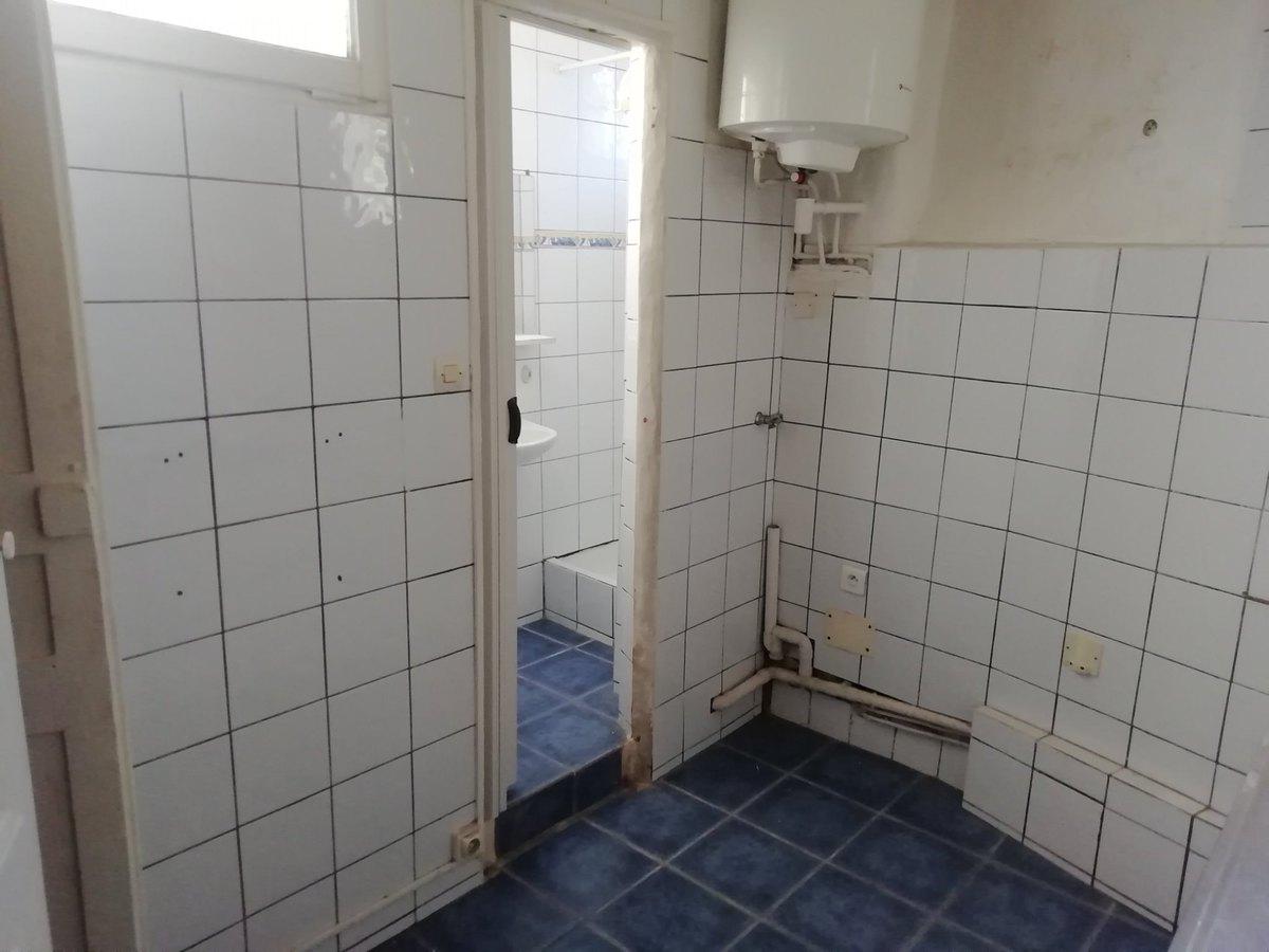 Cuisine et salle de bain avant les travaux de rénovation