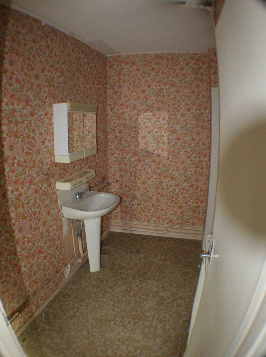 La salle de bain avant rénovation dans une colocation de Paul